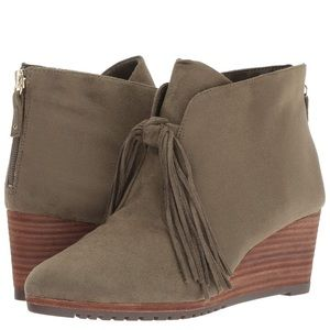 BN Size 9 Dr. Scholl's Wedge Booties in Olive